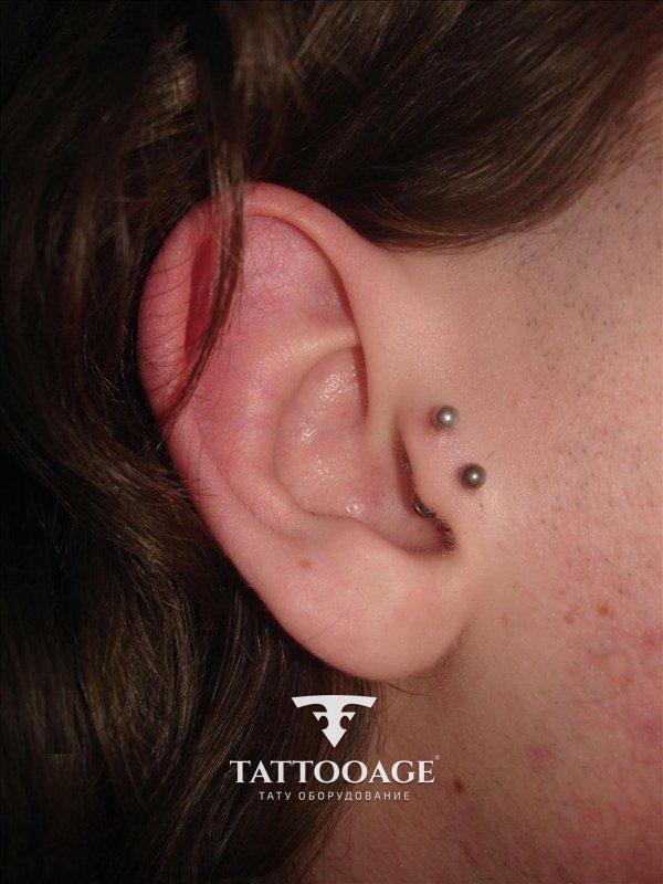 Прокол возле уха